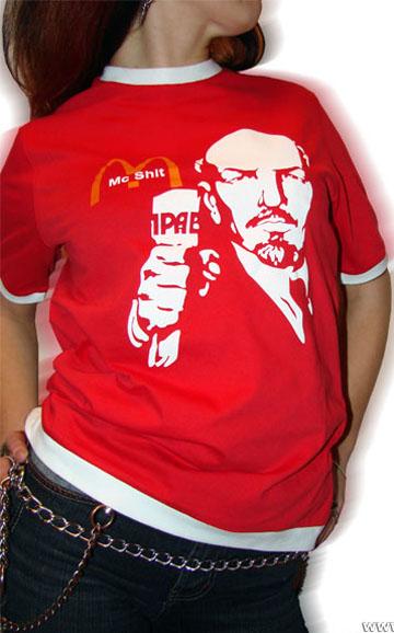 ...классическая футболка, которая предполагала свободный крой, круглую...